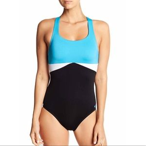 New! Nike crossback one piece swimsuit